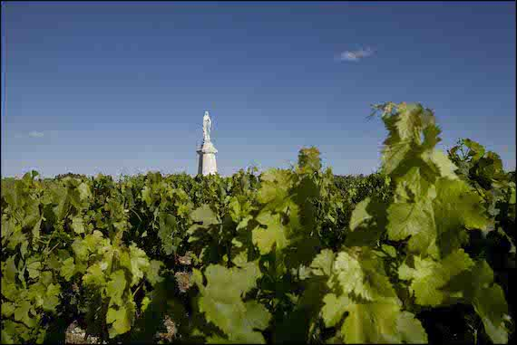 Crédit Agricole to sell two Bordeaux estates